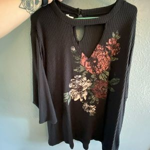 Adorable long sleeved floral top